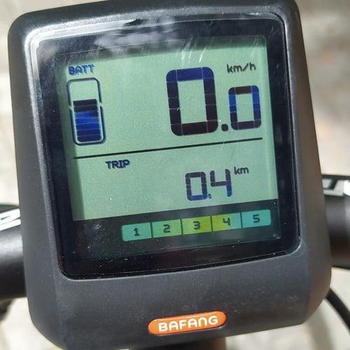 display - bicicleta eléctrica trekking DAFNE de TORPADO con motor central BAFANG