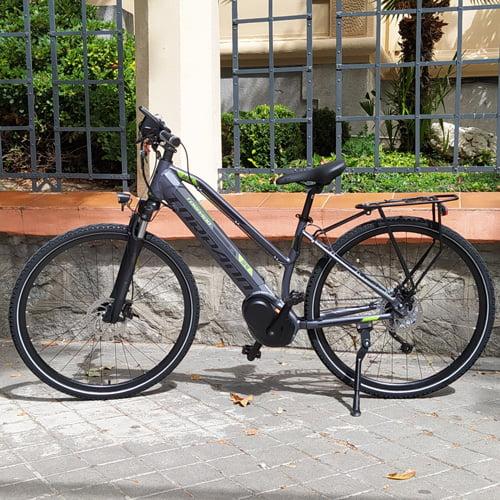 bicicleta eléctrica trekking DAFNE de TORPADO con motor central BAFANG